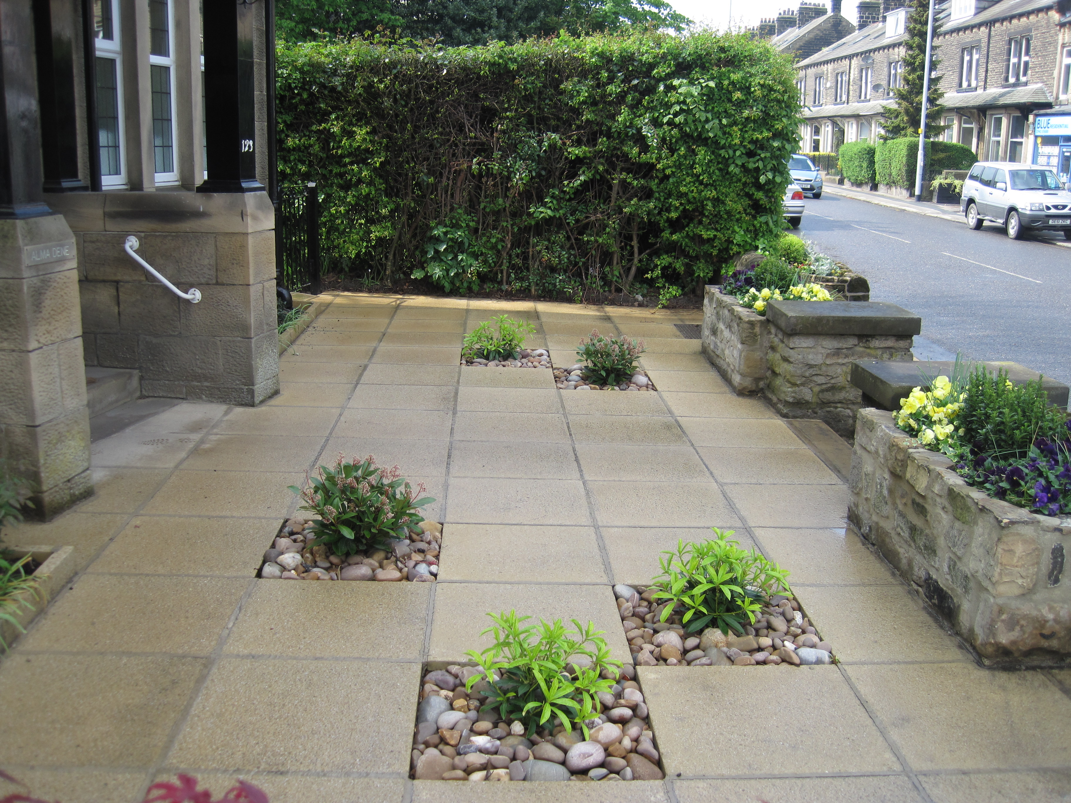 Commercial frontage paving with planting pockets